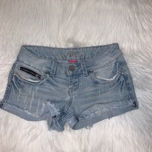Almost Famous size 3 jean shorts D
